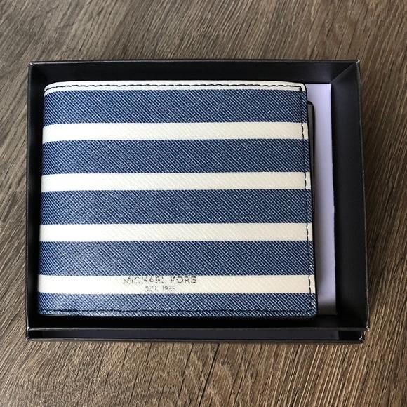 4fe89a64d020 Michael Kors Grant Passcase   ID Billfold wallet